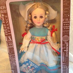 EFFANBEE COLLECTOR DOLL SWEDEN MIN IN BOX 1980S
